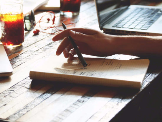 5 idee per un lavoro da casa serio e che generi profitto (+bonus imperdibile)