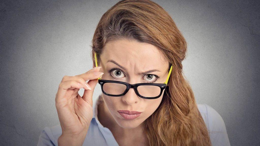 modello preventivo, donna perplessa e contrariata